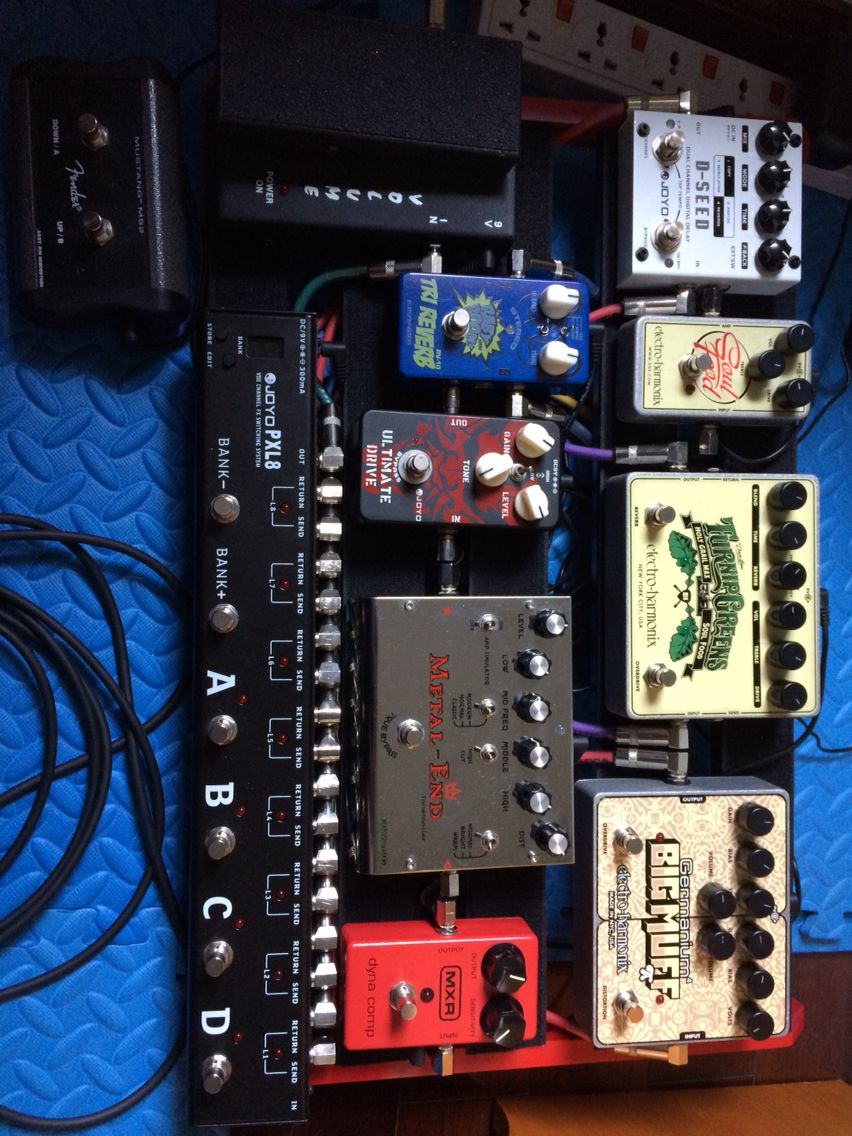 Pedalboard with 8 pedals + looper + volume pedal  MCR dyna comp, EHX