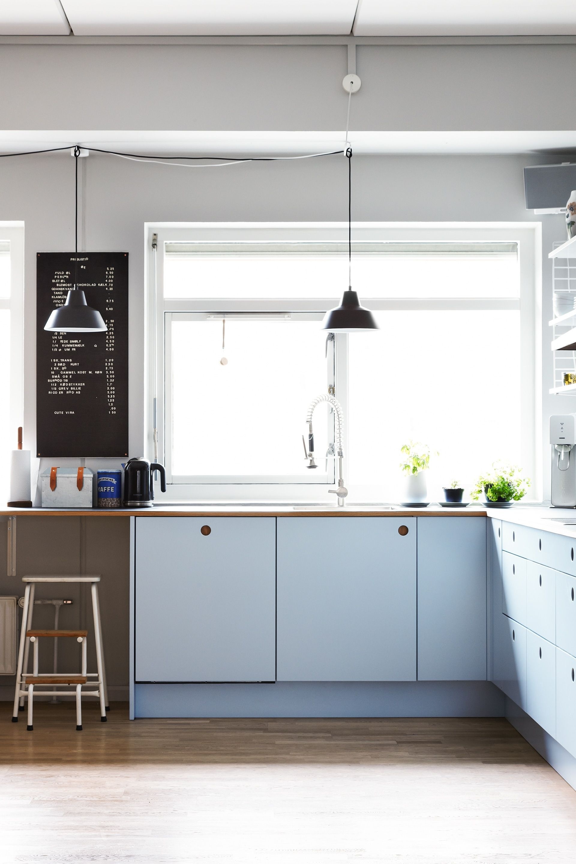 homestory zu besuch bei julie in kopenhagen kitchen interior inspiration. Black Bedroom Furniture Sets. Home Design Ideas