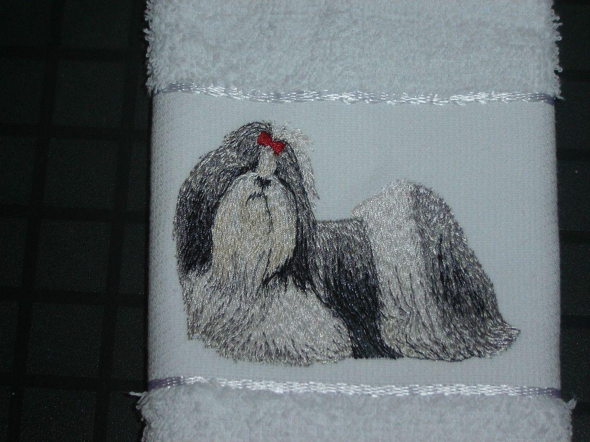 Toalha de Lavabo (30 x 45 cm) com figura de c�o da ra�a Shih-Tzu bordada.