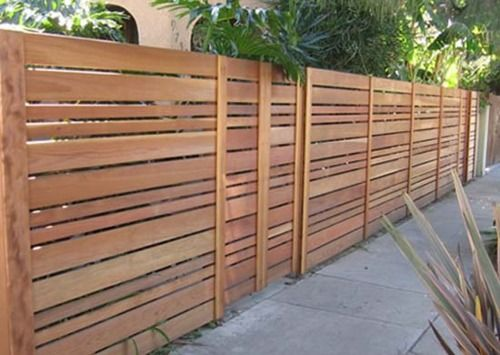 Modern Horizontal Fencing With Varying Sized Slats Wood Fence Design Privacy Fence Designs Modern Wood Fence