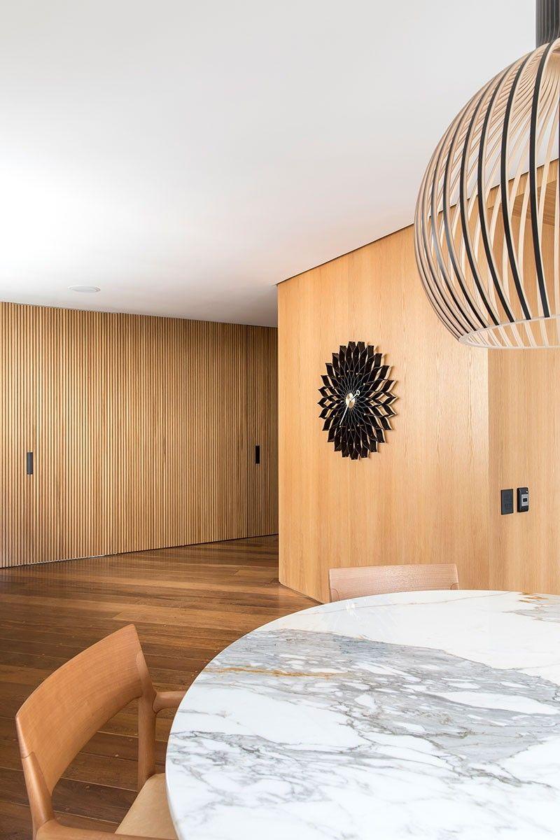 Valorizando a Vista   Casa de Valentina   Interior de design, Interiores,  Parede de ripas de madeira