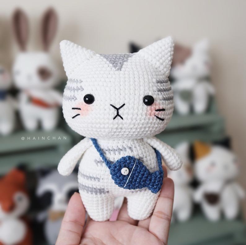 Plush cat crochet pattern | Amiguroom Toys | 792x794