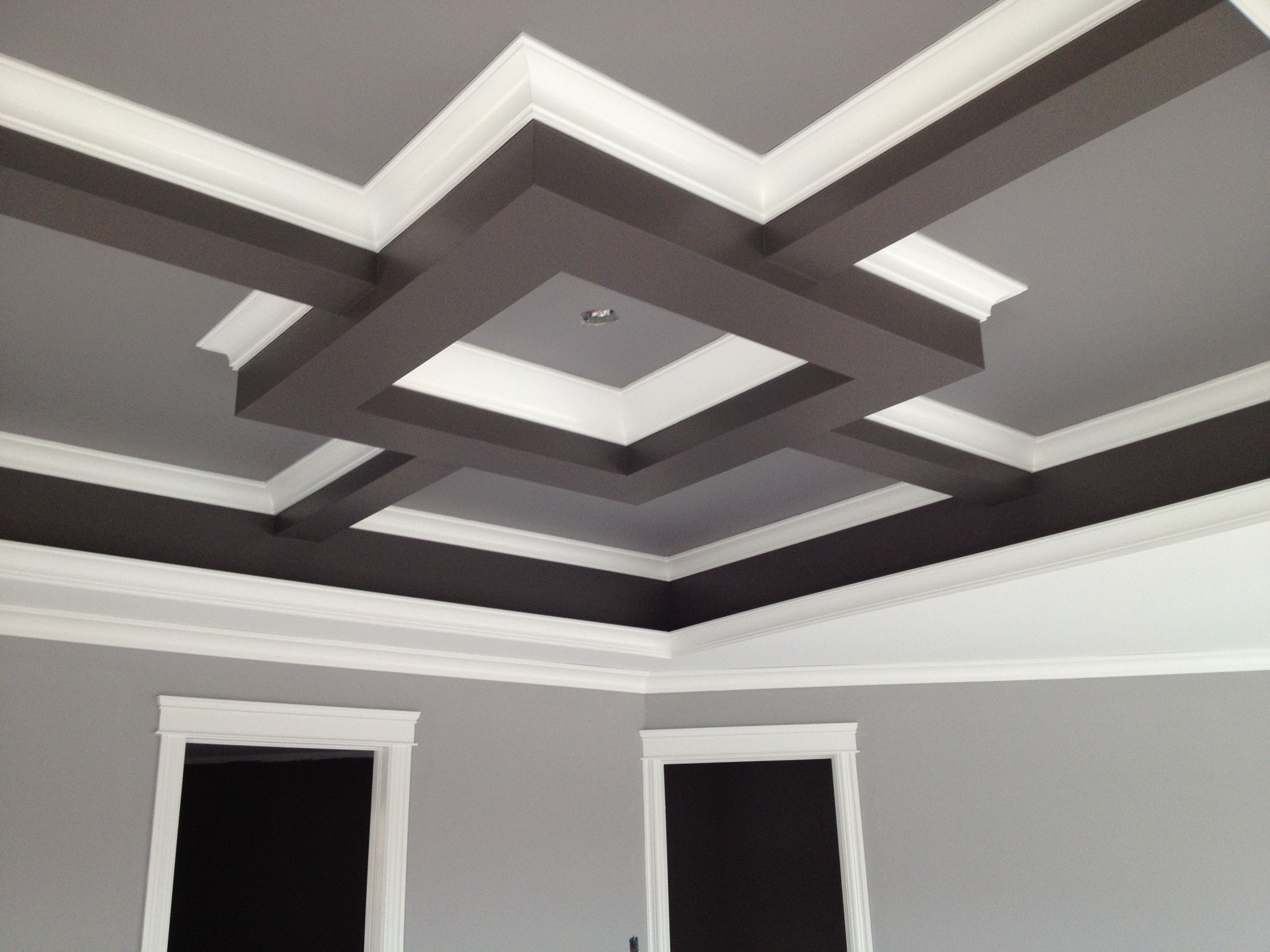 Tray ceiling in bedroom