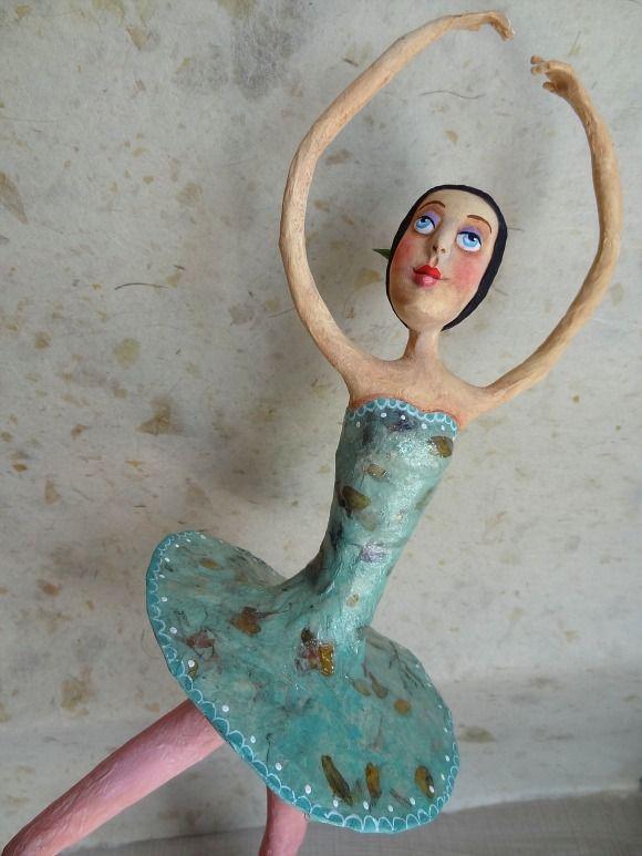 Bailarina em papel mache - Paper mache ballerina   Paper