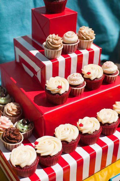 cute idea for cupcake stand Photo by Jessamyn Harris Photography