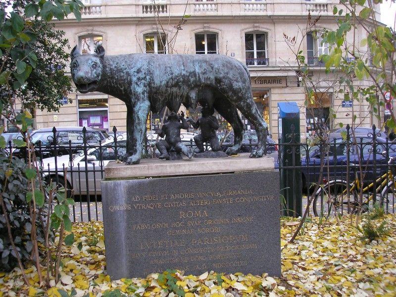 Wolf Capitoline Parisian replica of the Roman symbol  installed in square Paul Painlevé