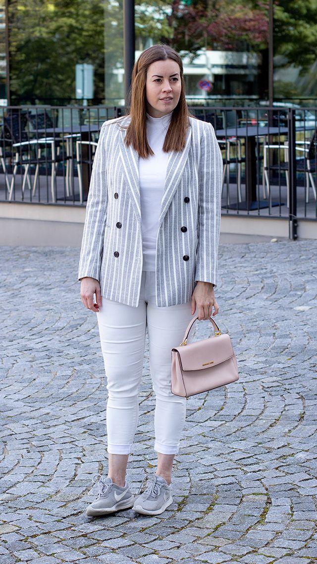 Weiß-Grau gestreifter Blazer - LA MODE ET MOI, der Modeblog   Gestreifte blazer, Blazer, Modestil