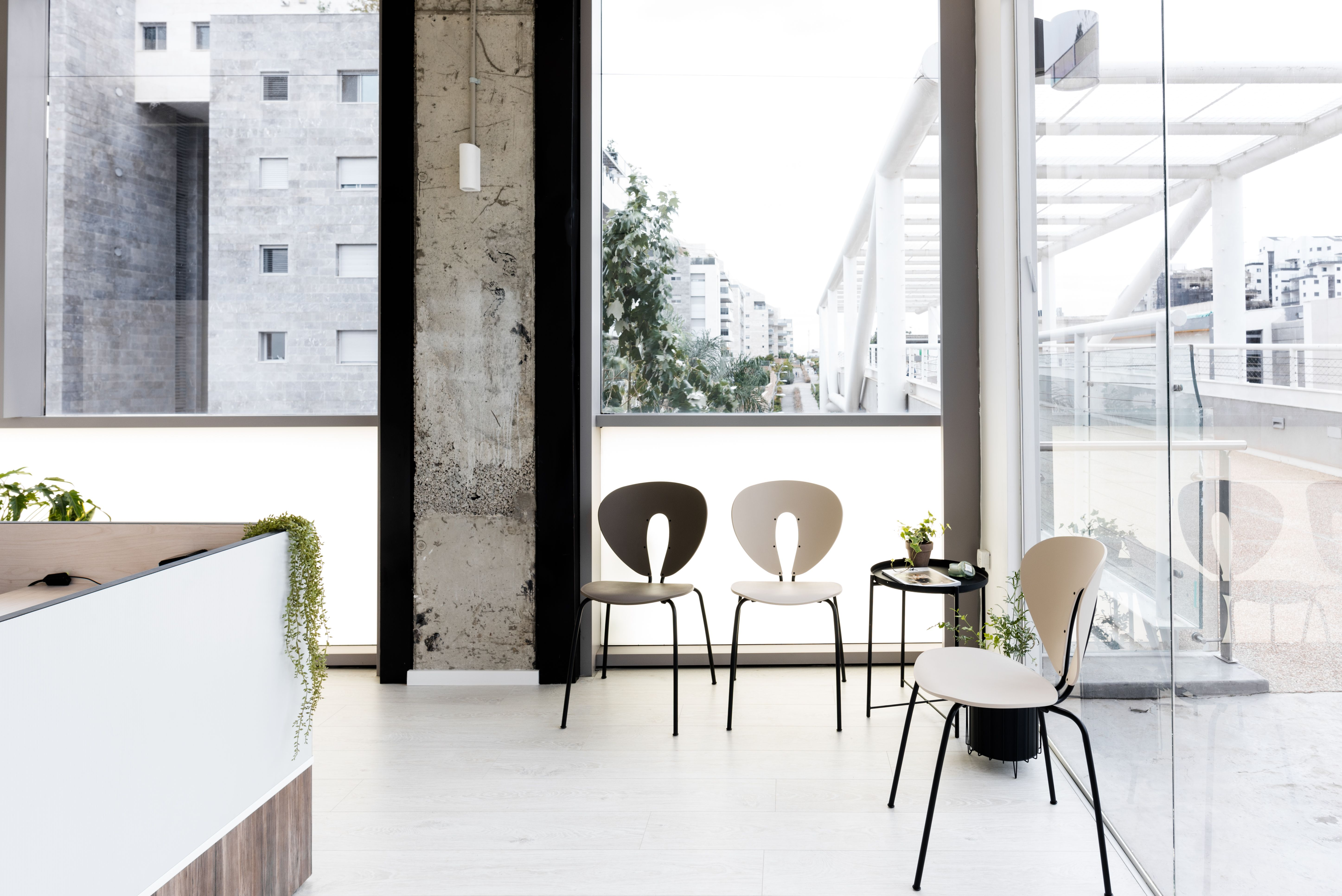 Minimal Industrial Clinic by SHTAIGMAN // Inner Story