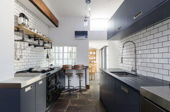 revestimiento de cocina con azulejos blancos cocina industrial