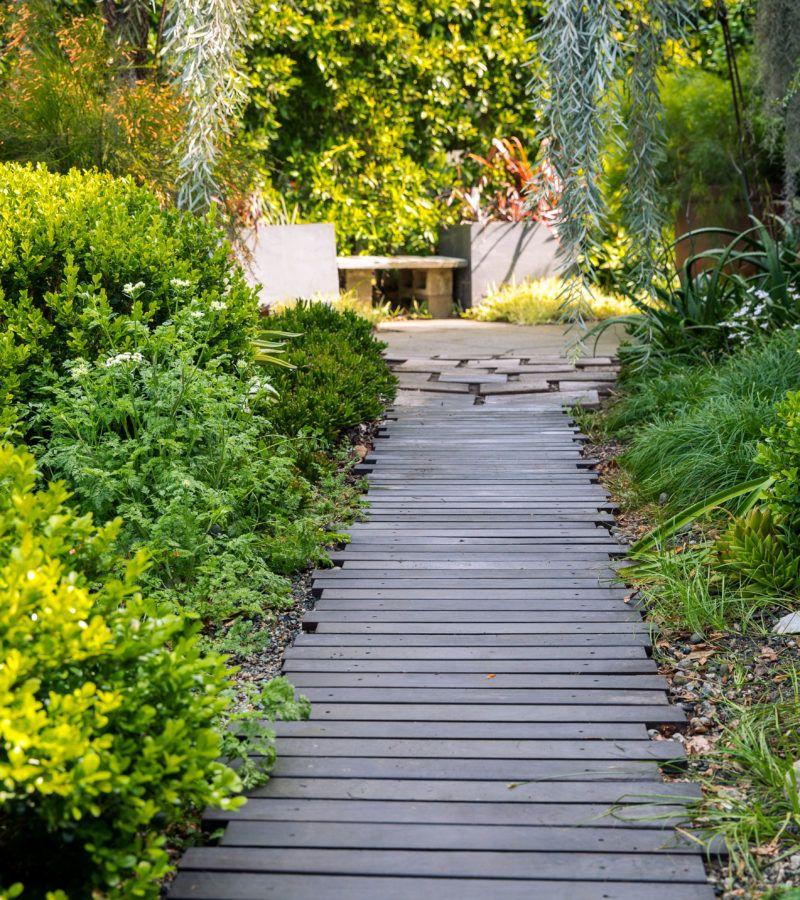 Ten Inspiring Garden Design Ideas: Yard Art In An Awe-Inspiring Artist's Garden