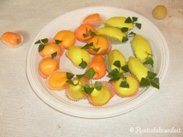 fruttini alle mandorle e candelaus