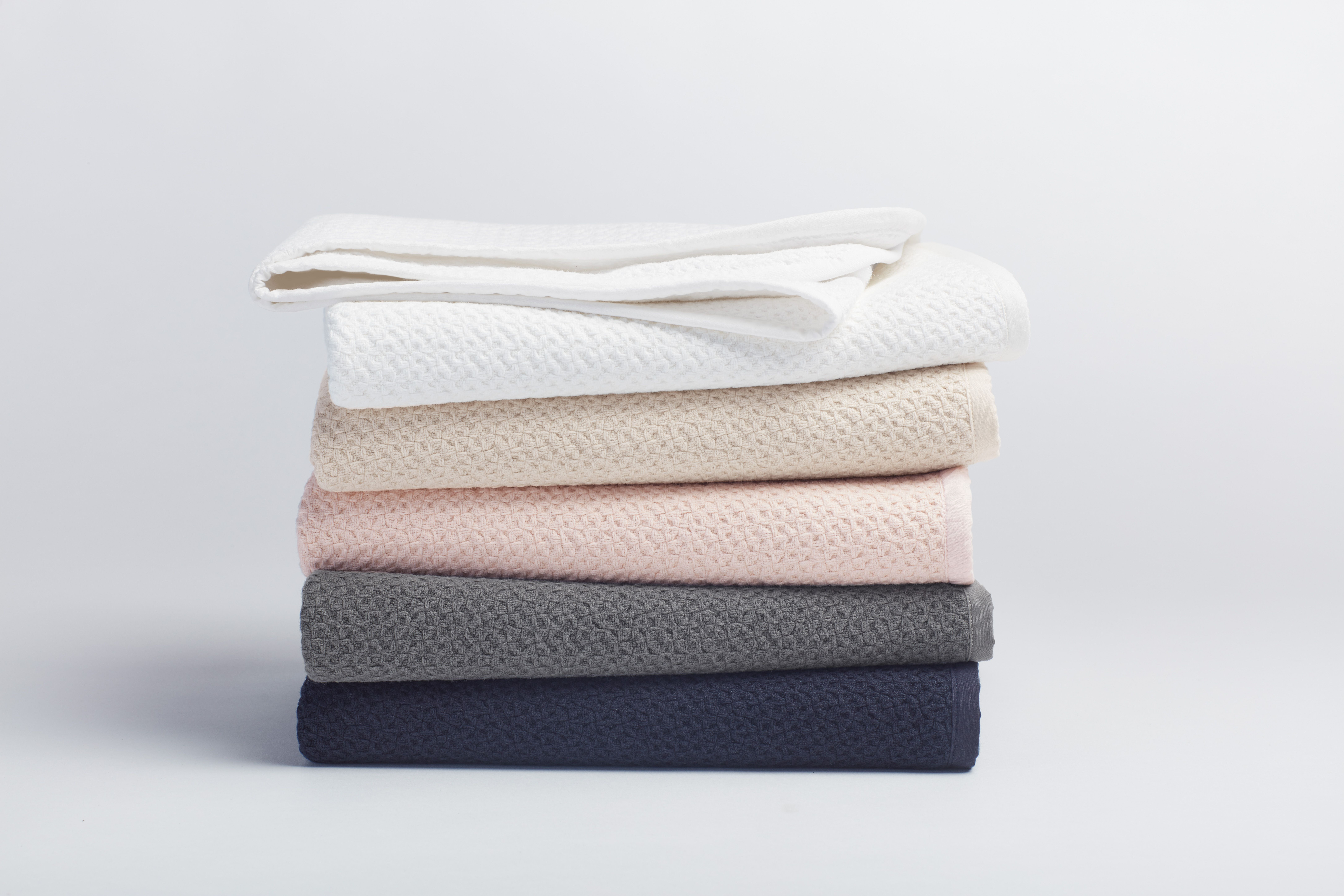 Keep Mom Cozy In A Fairtrade Blanket From Coyuchi Fairher Organic Blankets Coyuchi Honeycomb Blanket