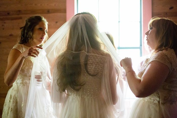 A vintage 70s wedding gown for a mountain wedding | fabmood.com
