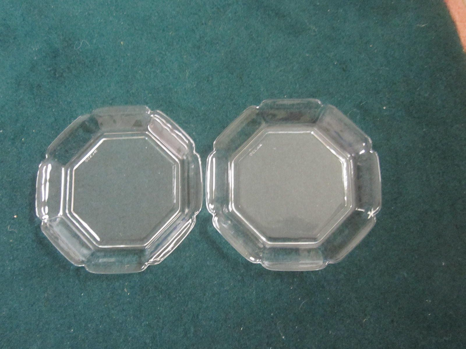 Vintage 80 S Lot Of Two Unique Clear Glass Plates By Ocean Small Scalloped Edge Plates Elegant Octagon Clear Gla Clear Glass Plates Glass Plates Clear Glass