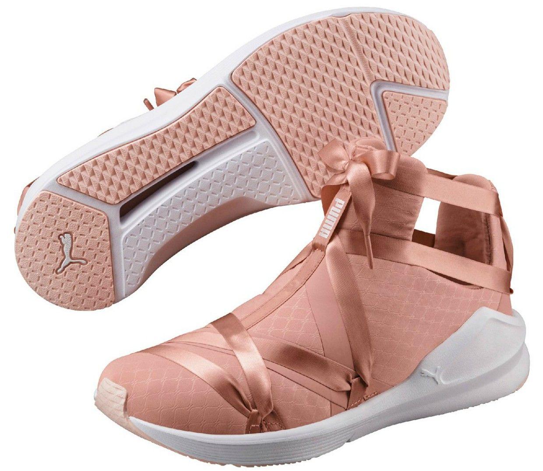 daf69c12e5b3 Selena Gomez estrela a coleção Puma En Pointe inspirada no ballet ...