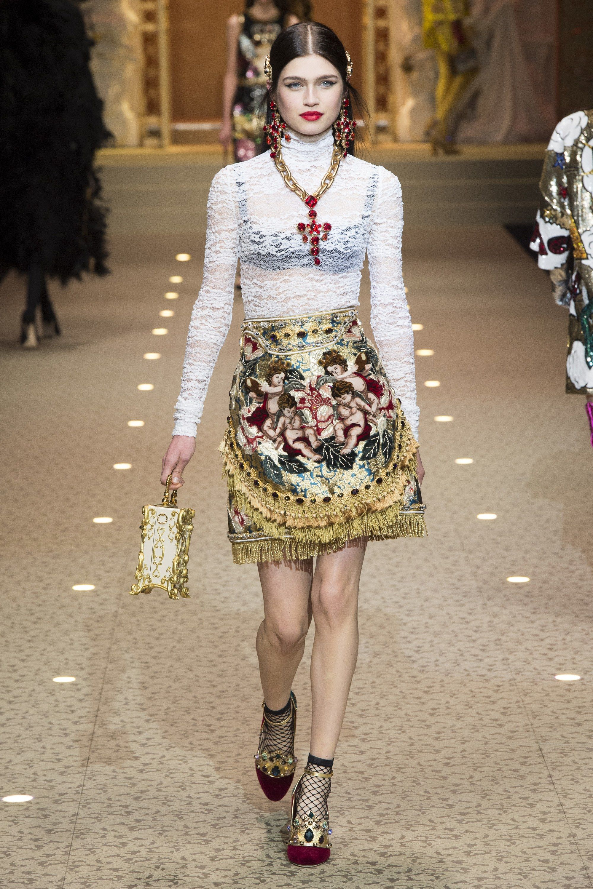 The complete Dolce   Gabbana Fall 2018 Ready-to-Wear fashion show now on  Vogue Runway. 57ad59e9de98