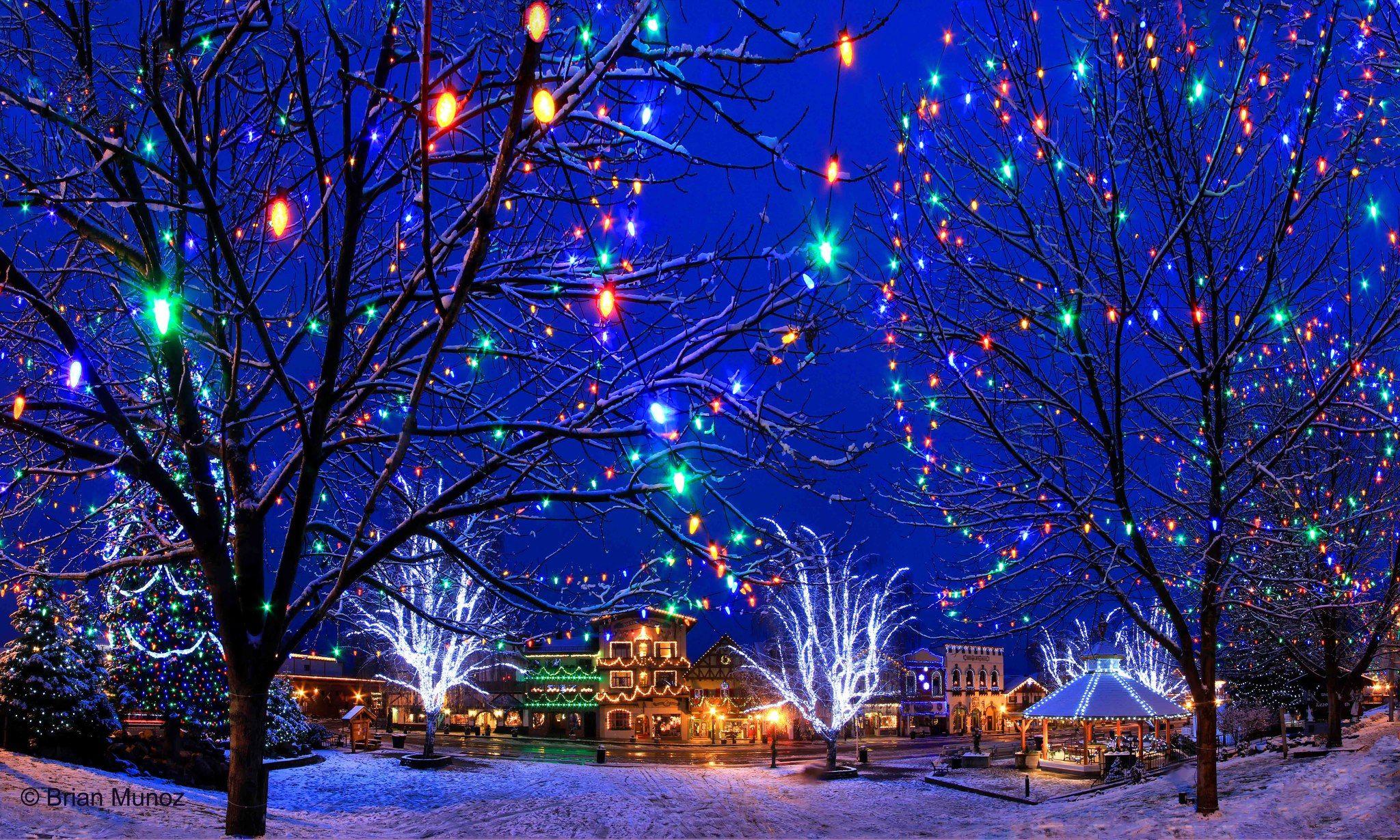 Downtown Leavenworth, Washington during the Christmas Lighting ...