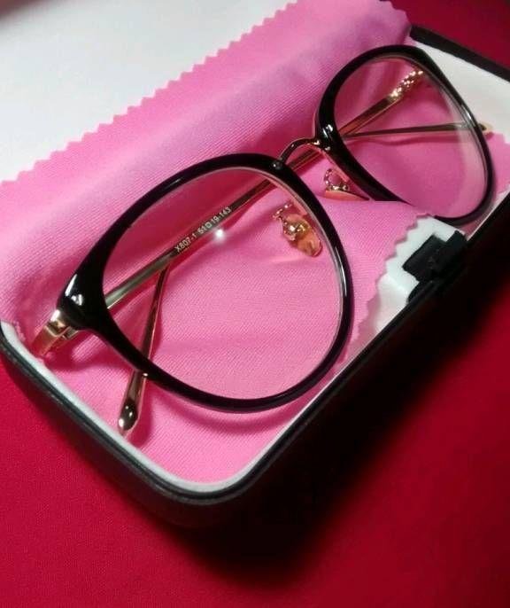a5d83713a Armação de óculos para lente de grau, preta com hastes douradas, novíssima!