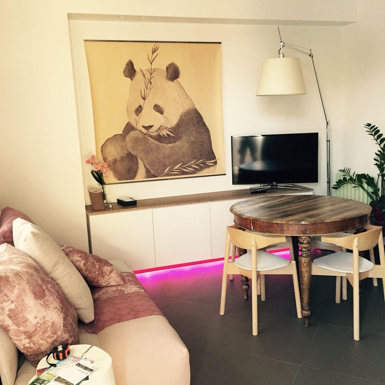 """Interni di casa privata con opera d'arte """"Panda"""" di Marcello Carrà. Penna a biro su carta applicata su tela"""