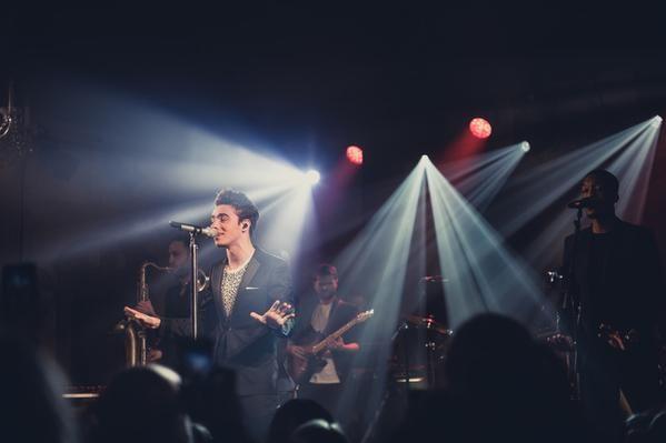 Nathan em Londres, na Inglaterra. (15 abr.) (via @MTVUK)
