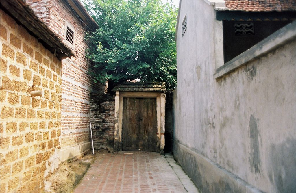 Biking across Duong Lam: Exploring ancient village #tripoto #Culture #Agency #travel