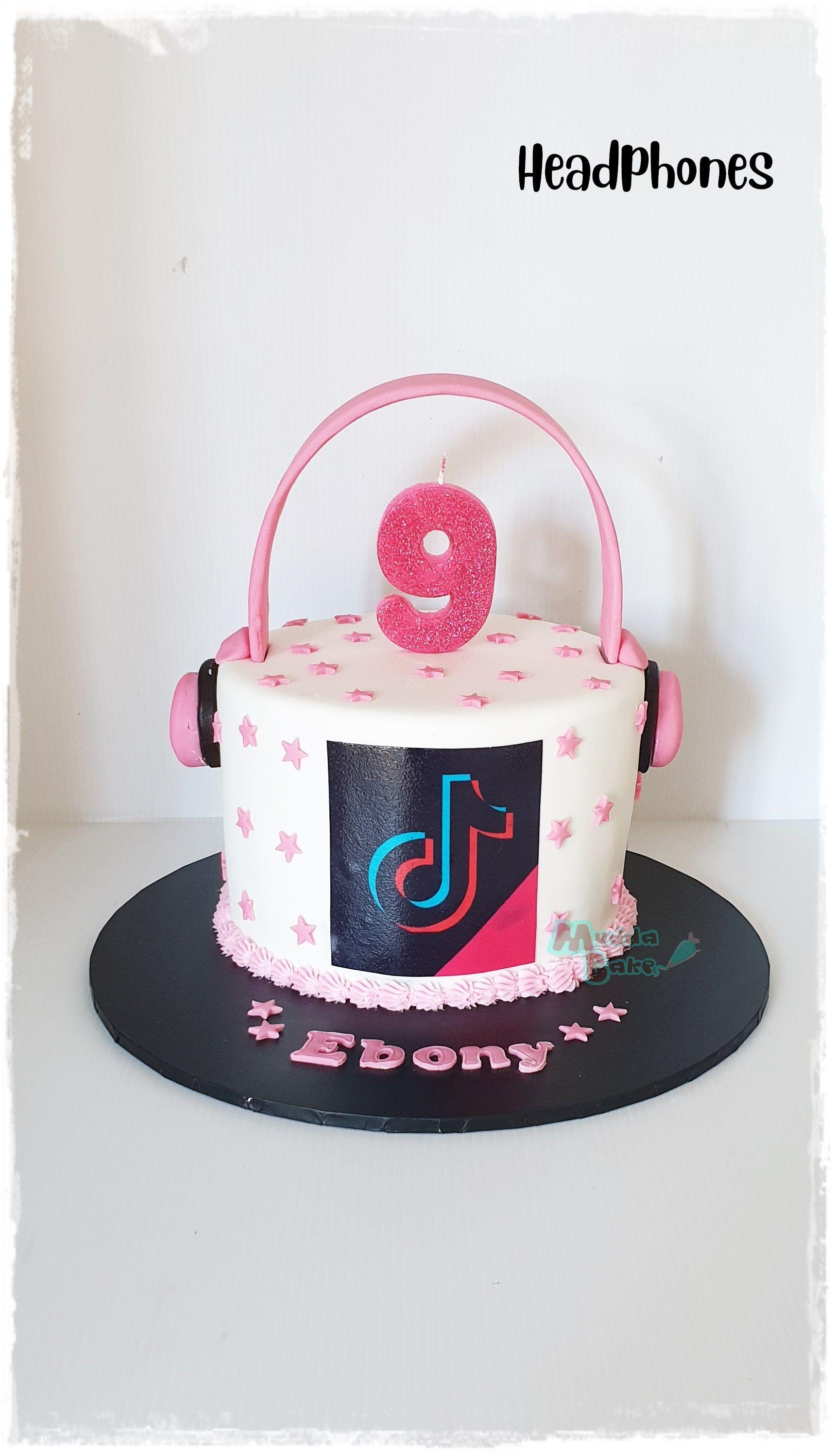 Headphones Tik Tok Cake Unique Birthday Cakes 10th Birthday Cakes For Girls Cute Birthday Cakes