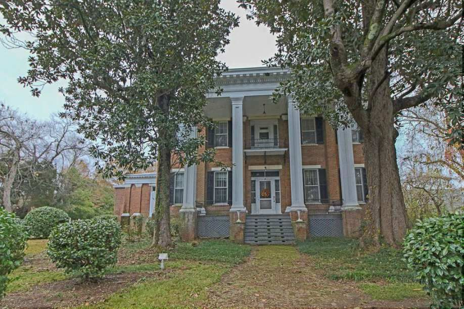 1847 Greek Revival Columbus Ms 595 000 Old House Dreams Old Farm Houses Greek Revival Architecture Antebellum Homes