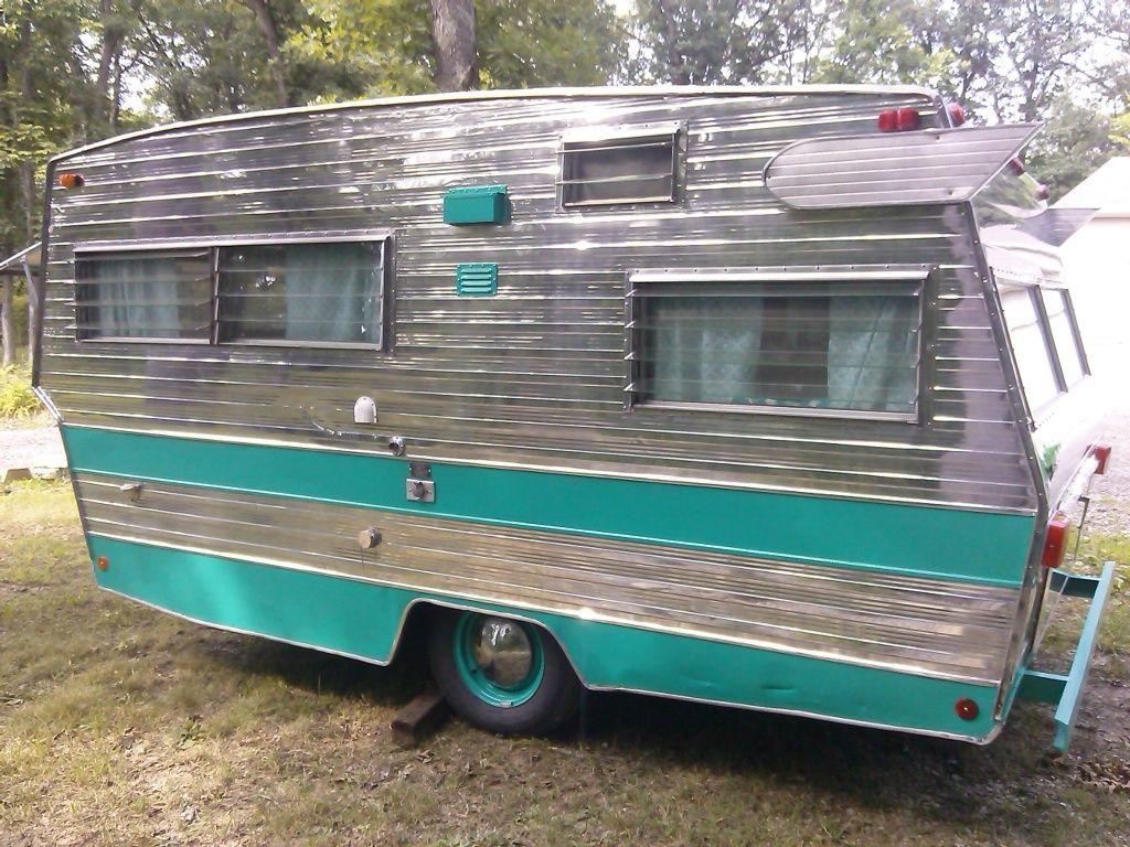 Vintage camper 1968 shasta lowflyte glamper