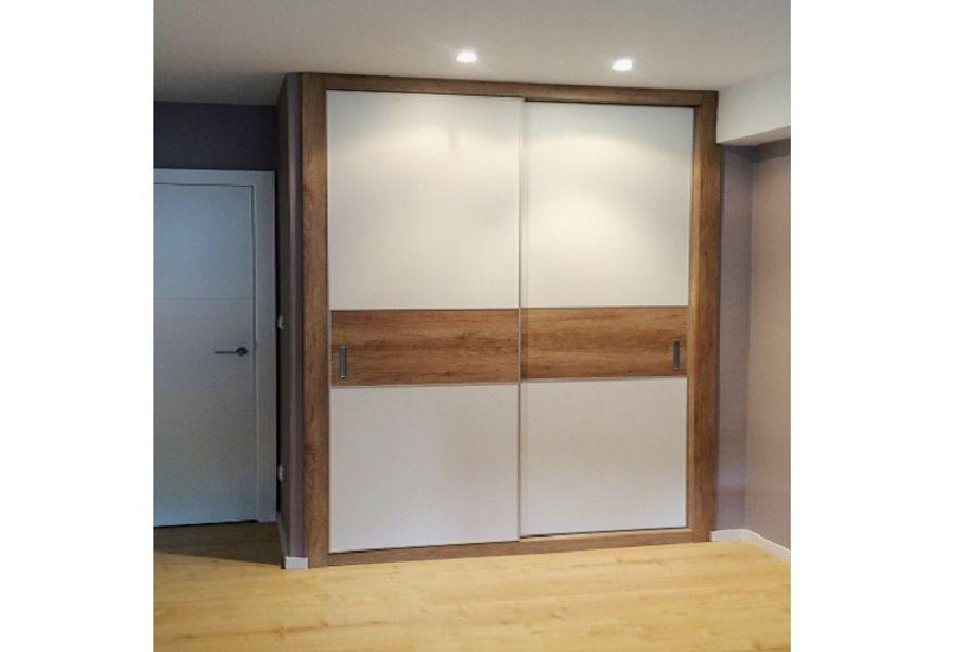 Armario estilo nordico en madera y blanco armarios for Armarios empotrados puertas correderas blanco