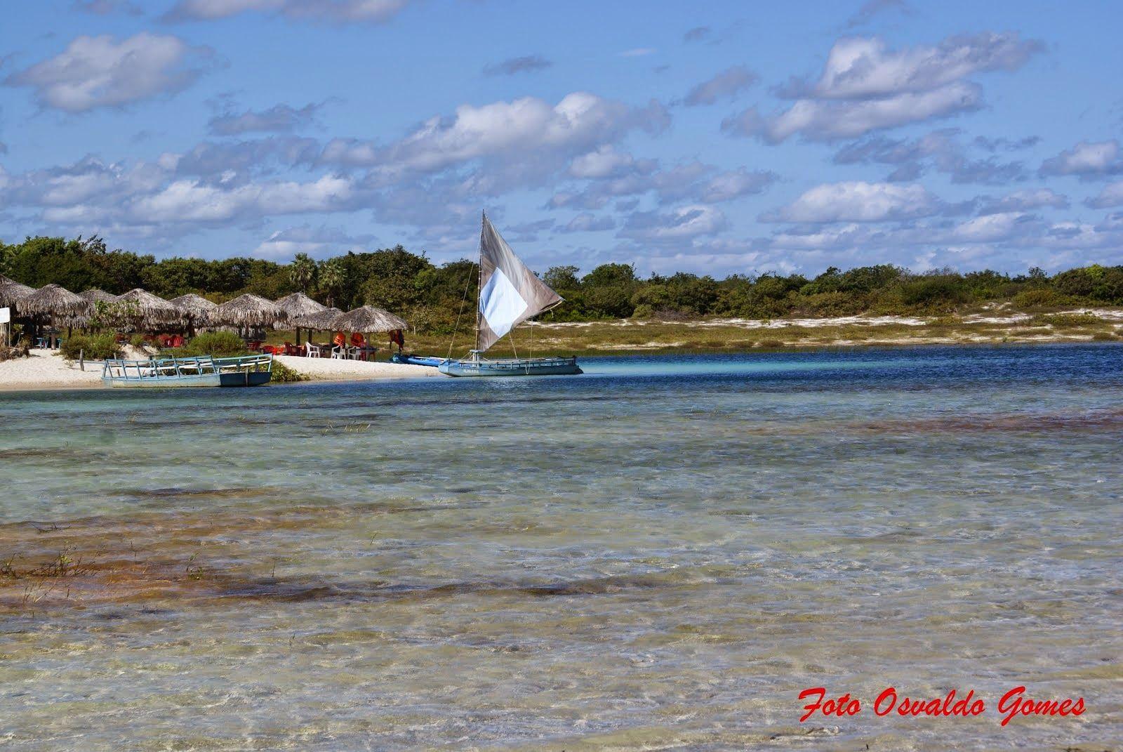 Parque Nacional de Jericoacoara, lagoa Azul: lagoa de água doce e cristalina cercada por vegetação nativa, tem a alcunha popular de Caribe Nordestino.