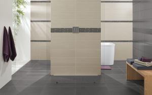 sol gris claire murs beige avec frise