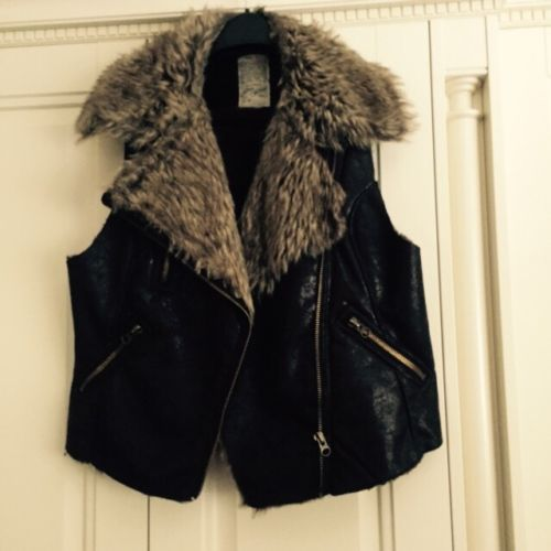 River Island Fur And Leather Look Gilet Size 18 https://t.co/5wtNrvVfYC https://t.co/wCFzsZnguY