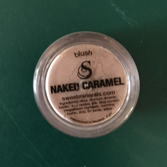 Naked Caramel Ingredients: Mica, Titanium Dioxide, Kaolin, Iron Oxide, Silk. May Contain: Magnesium Myristate, Carmine, Boron, Zinc, Silica. Sweet Minerals  Makeup Blush