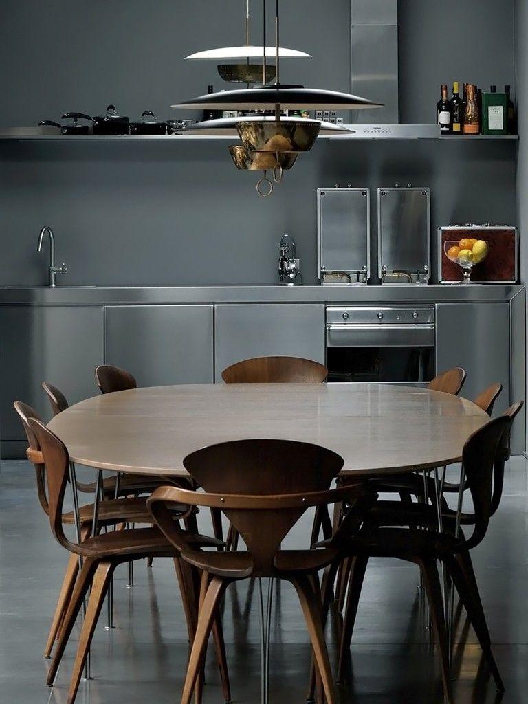 Cozinha Industrial com móveis de madeira
