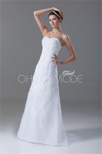 #women's #fashion #inspiration #idea - Pinned by @patriciahmann . Robe de mariée romantique dos zippé boutons couverts traîne balayée 2015 -Robes de Mariée ✿