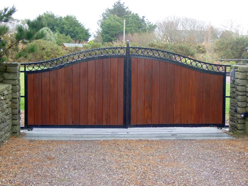 Wooden gates with black metal frame iron gates bandon for Aluminum gates for driveways