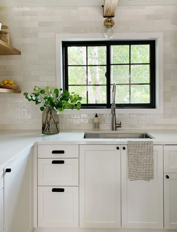 Beautiful And Functional Kitchen With Chris Loves Julia S Cove Shaker Functional Kitchen Kitchen Design Chris Loves Julia