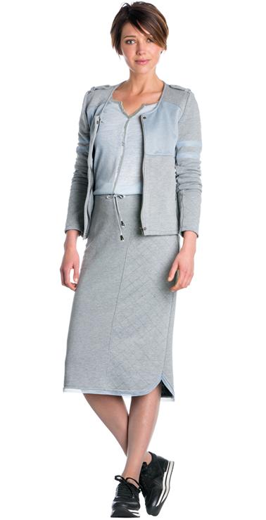 Grijze rok met quilted detail, Grijs jasje met mesh, Lichtblauw shirt met zilveren coating Dolce Vita #inspiration #lapland #grijze #rok #detail #jasje #mesh #shirt #zilver #coating #lichtblauw #shirt #FW15 #kennedyfashion #saopaulofashion