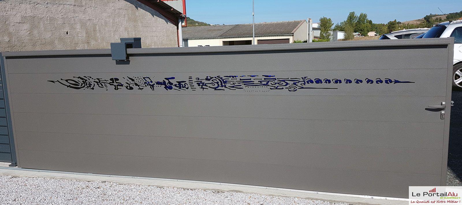 Portail en aluminium design de plus de 4m. Signé, numéroté et certifié par P 93572bb92b8c