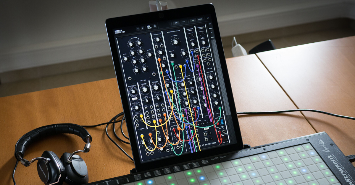 10 Best iPad Synth Apps for iOS Music Production (Updated