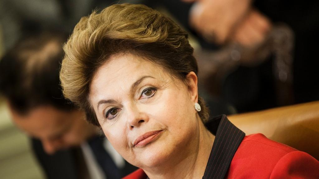 VÍDEO: Dilma diz que 13 menos 4 é 7, confunde usina nuclear com furacão e submerge num tsunami http://abr.ai/1o9MYwD pic.twitter.com/xR25vGrIEz