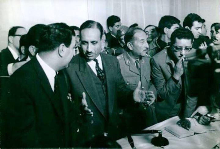 عبد السلام عارف واحمد حسن البكر واخرين في مؤتمر صحفي بعد انقلاب 1963 Historical Figures Historical Baghdad