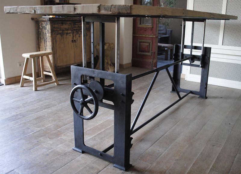 Gietijzeren Onderstel Tafel : Industriële tafel met gietijzeren onderstel farm table