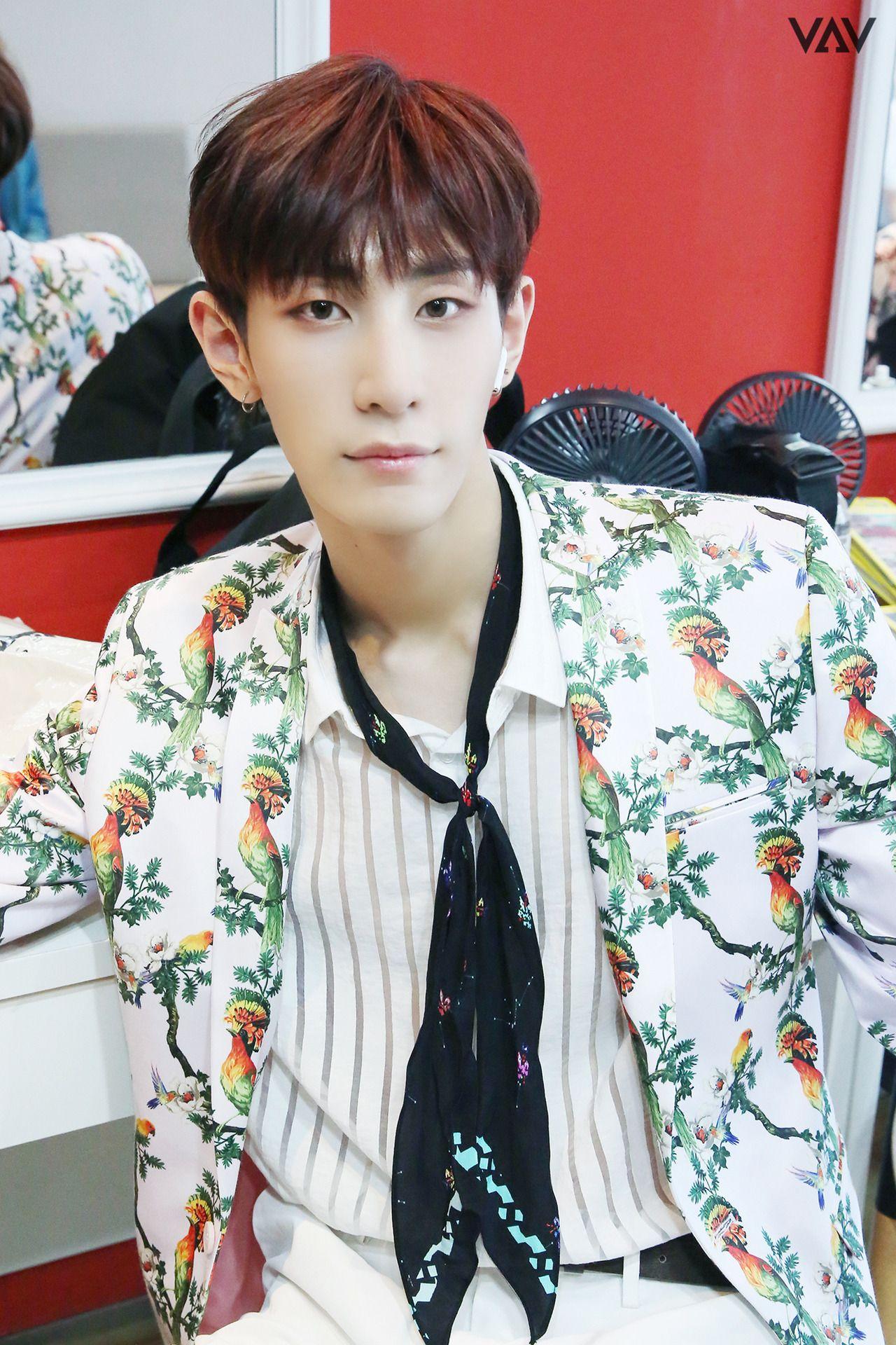 Lou Vav Louvav Vav Korean Idol Woo Young