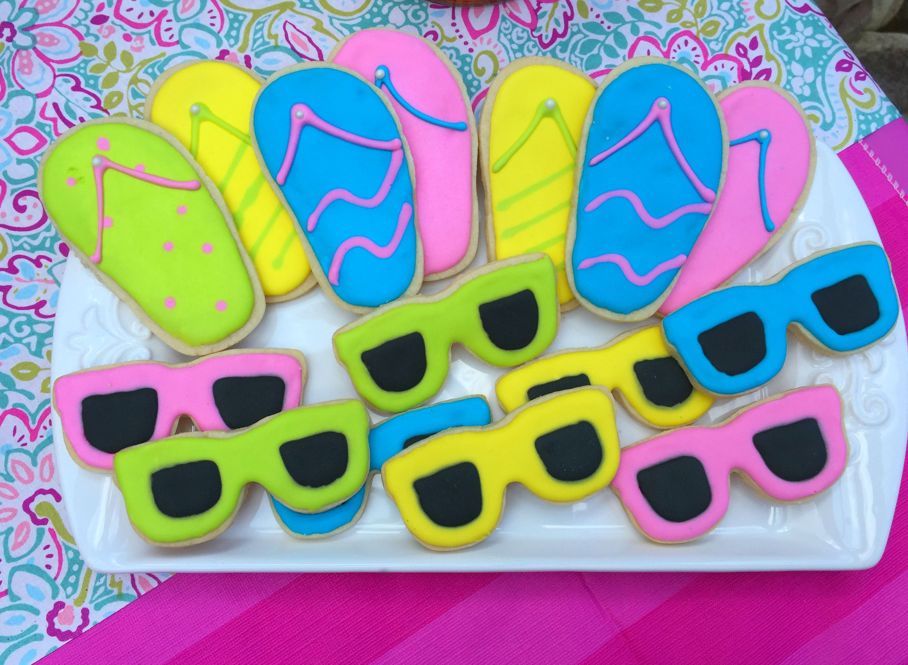 Sunglasses and flip flop cookies