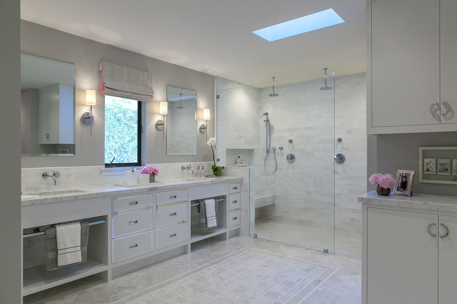 A Contemporary White Grey Master Bath With Walk In Shower Contemporary Master Bathroom Bathroom Remodel Master Pool House Bathroom