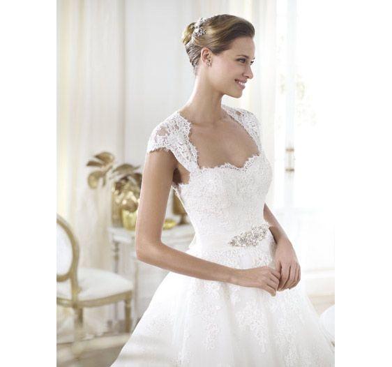 80, Avenue Laurier ouest, Montréal, QC H2T 2N4 (514) 277-6470 #AnneJeanMichel  #wedding #dresses #robes #Boutique #Montreal #mariee #mariage #surmesure #hautecouture #hautdegamme #pretaporter #wedding #dress #bride #robe #collection #couturier #dress #elegance #bride #bridal