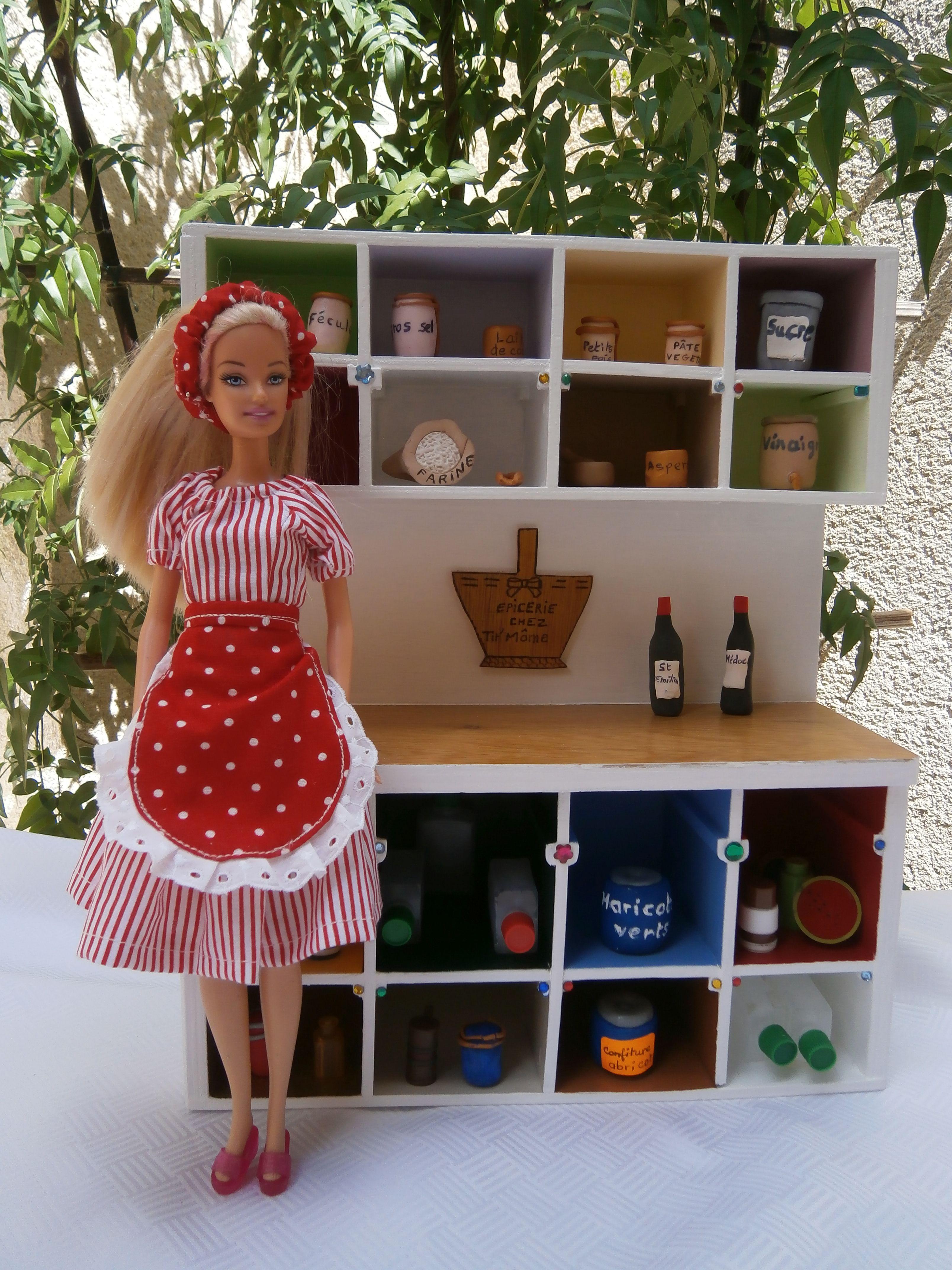 Epicerie poupée Barbie avec accessoires et la marchande en tenue