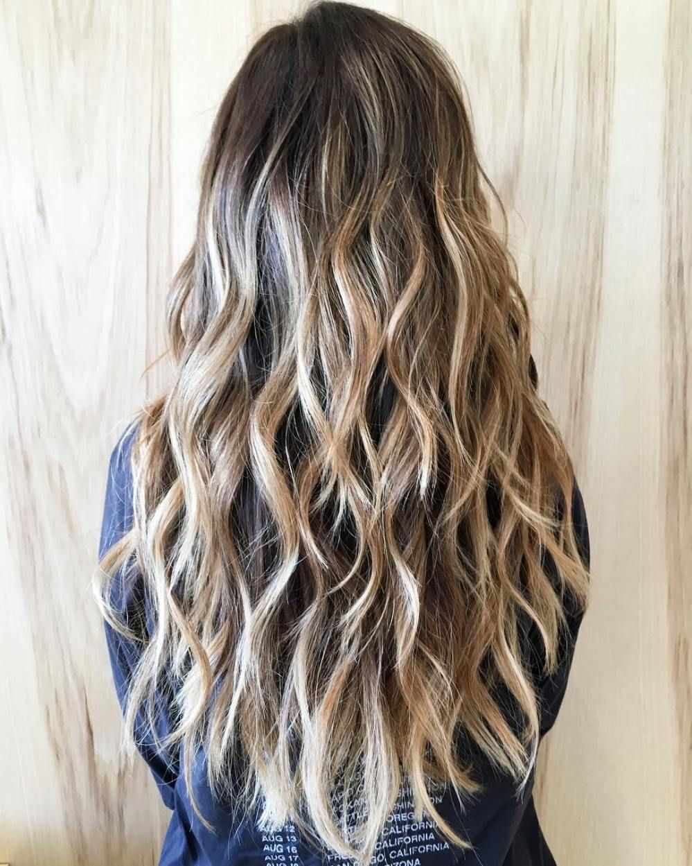 Extra Long Wavy Hairstyle With Highlighted Layers I Should Ask My Stylist About This One Thick Wavy Hair Long Hair Styles Long Wavy Hair