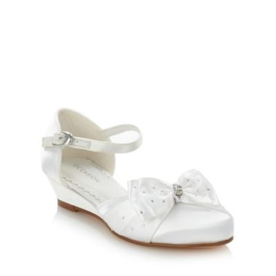 Shoes :) | Bow shoes, Flower girl shoes